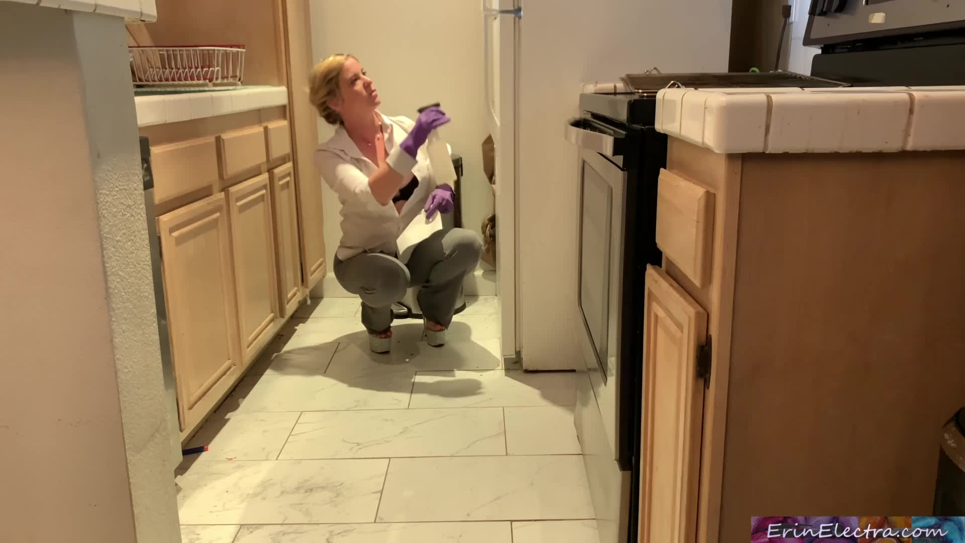 Stepmom is horny and stuck in the oven - Erin Electra-51716423