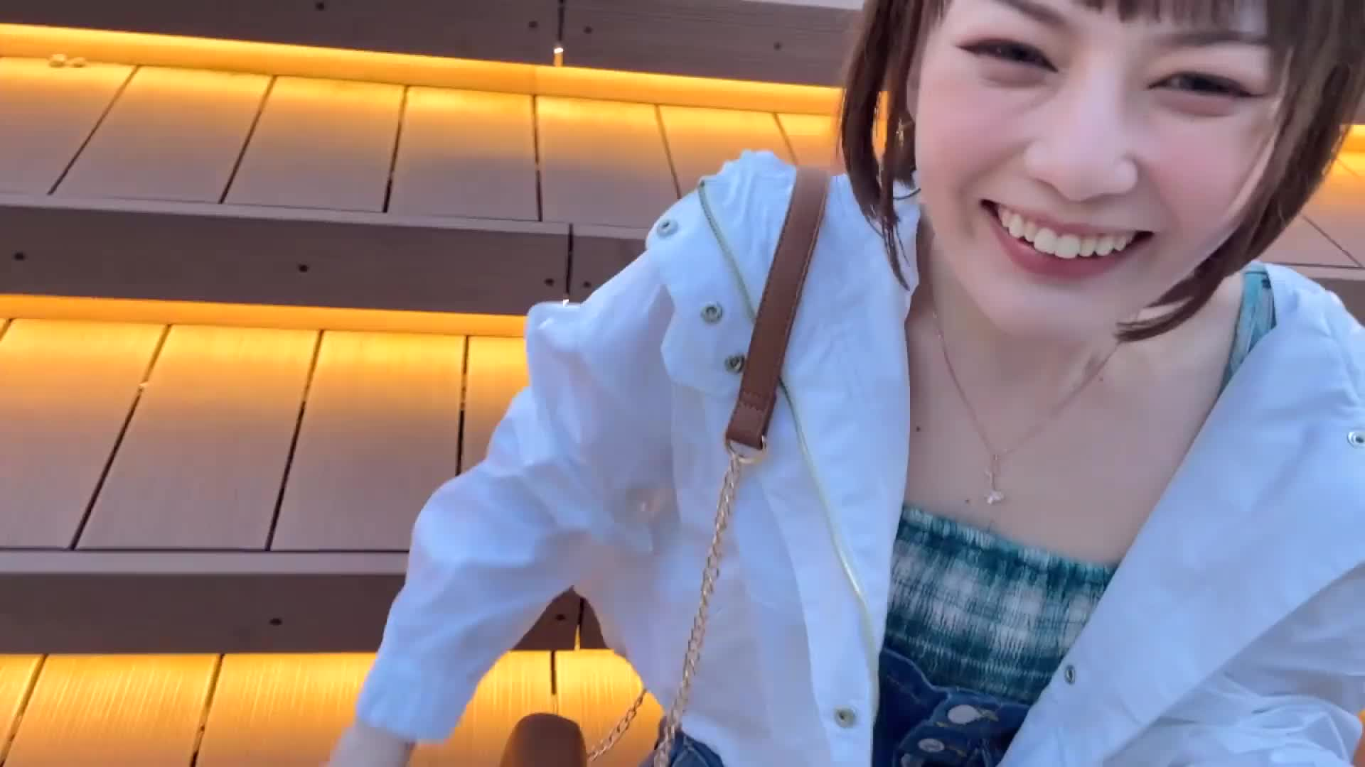 A short-cut female college student (22) from Kansai, a poster girl of pub. An energetic girl with a too good personality. She pretends to be a hip cowgirl SEX.-65038203